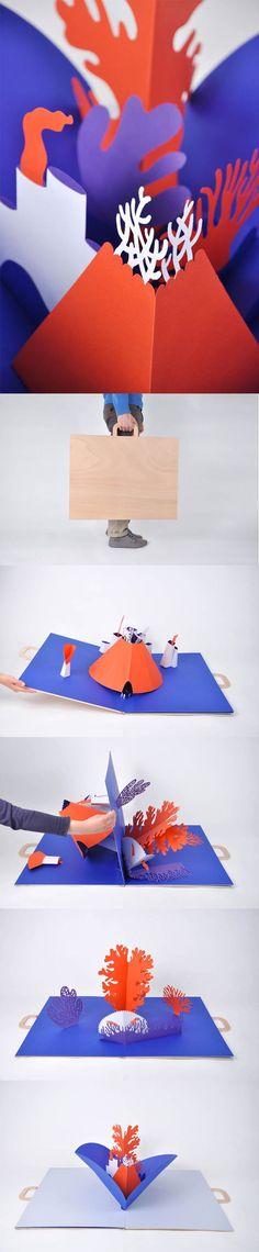 """Réalisation du duo Vincent Godeau et Agathe Demois d'une valise pop-up géant  pour l'exposition """"Exotiques"""" de l'association Les Rhubarbus à la galerie du Syndicat Potentiel à Strasbourg, 2012."""