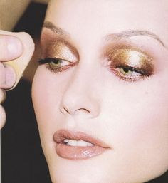 Amber Valetta Iconic look by Kevyn Aucoin, master makeup artist. Makeup Inspo, Makeup Inspiration, Beauty Makeup, Eye Makeup, Hair Makeup, Hair Beauty, 1990s Makeup, Kevyn Aucoin Makeup, 90s Hairstyles