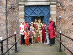 Zelf gemaakte kleding middeleeuws feest