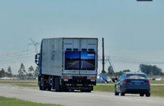 La original propuesta tecnológica de samsung para sobrepasar camiones en las rutas da sus primeros paseos por Argentina   Conducir en una carretera de dos sentidos tiene sus complicaciones sobre todo si no somos pacientes o nos toca realizar un adelantamiento. Si esa maniobra nos toca hacerla con un camión la cosa se complica pero Samsung ya nos enseñó que había formas de ayudar con esto.  El martes se presentó en Argentina un desarrollo tecnológico para camiones que busca prevenir los…