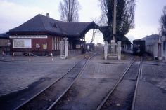 https://flic.kr/p/64Uv18 | Kleinbahnhof, Zittau, DDR. 10 Nov 1989 | The Berlin border has not been open very long, but not everybody was heading west.  The narrow gauge steam engines  ran round their trains via tracks behind the photographer, outside the main station which required, and still do require, crossing a town road.