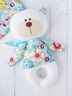 ideas for sewing pillows animals Fabric Animals, Sock Animals, Handmade Baby Gifts, Handmade Toys, Sewing Pillows, Diy Pillows, Sewing Toys, Baby Sewing, Pet Toys
