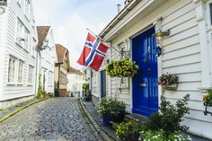 By knowing the subtle cultural differences, you will understand what not to do when visiting Norway and why.