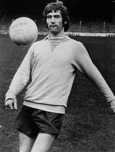 Robin Friday during his Cardiff City days Reading Fc, Cardiff City, Soccer Skills, Robin, Friday, Memories, Football Stuff, Greeting Card, 1960s