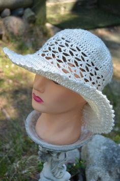 Pellavasta virkattu hattu.