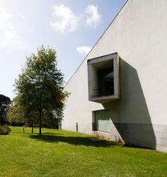 Álvaro Siza Vieira, atelier XYZ · Serralves museum of Contemporary Art Museum Of Contemporary Art, Amazing Architecture, Facade, Stairs, Mansions, House Styles, Places, Outdoor Decor, Projects