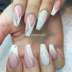 Dimonds Nails : These nails are beautiful Follow us for more Nail art. Her Box is a monthl
