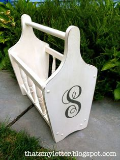 This style in chalk paint - maybe a little bit of stencilling - for the kids library books!!