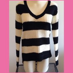 Black/white striped sweater 😍😍BUNDLE ONLY Waffle weave sweater, black & white striped, is longer in back, great for those days where you need to layer!! In excellent condition !😍😍 V-neck Rue 21 Sweaters V-Necks
