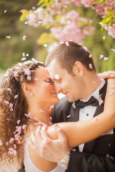 So in love with this photo | Peter and Veronika Photography #fallingblossom