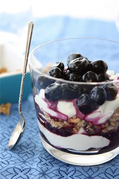 Blueberry Yogurt Parfait with Granola | 17 Power Snacks For Studying