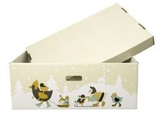 #интересное  Коробка для новорожденных (5 фото)   Еще в далеком 1938 году власти Финляндии начали помогать новоиспеченным родителям, отправляя им специальные коробки, в которых было все необходимое для воспитания малыша. Сама коробка может служить кроваткой, в то