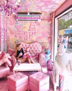 Unicorn Cafe I need to go! Unicorn Room Decor, Unicorn Rooms, Unicorn Bedroom, Cute Unicorn, Rainbow Unicorn, Unicorn Cafe, Unicorns And Mermaids, Everything Pink, Dream Rooms