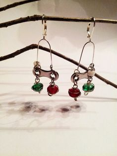 Items similar to Red and Green Bicycle Chain Earrings on Etsy Bicycle Parts Art, Chain Earrings, Feather Earrings, Hardware Jewelry, Bike Chain, Recycled Jewelry, Cycling Art, Jewelry Making Tutorials, Custom Jewelry