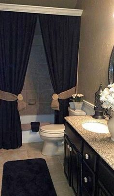 Love the drapes in a bathroom
