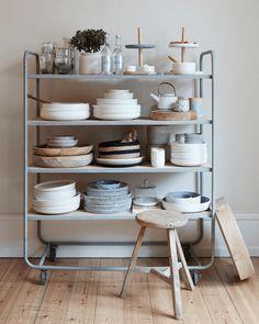 New kitchen accessories storage spaces ideas Dish Storage, Kitchen Storage, Kitchen Shelves, Kitchen Tools, Storage Spaces, Kitchen Racks, Storage Shelving, Basement Kitchen, Open Shelves