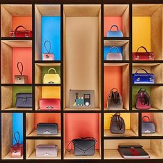 Treat for sore eyes of bag addicts. Colourful display by at the Seoul store Bag Store Display, Handbag Display, Store Displays, Shoe Store Design, Retail Store Design, Showroom Design, Shop Interior Design, Shop Shelving, Store Interiors