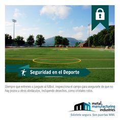 Siempre que juegues fútbol inspecciona el campo para asegurarte de que no hay pozos u otros obstáculos, incluyendo desechos como cristales rotos o piedras. ¡Que pases un excelente día de #SeguridadDeportiva!