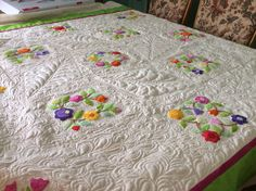 Practicing free motion n applique Applique, Quilts, Blanket, Bed, Projects, Home, Log Projects, Comforters, Blankets