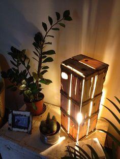 Lampade creative con cassette di legno