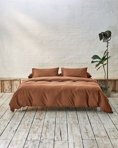 All your bedding essentials in one set. Our luxurious bedding is woven in Portugal with 100% premium long staple cotton and has a 400 thread count. Crafted to last and guarantee a restful night. Our Caramel Brown is a mid-tone taupe. Caramel Brown is a neutral shade which compliments other earthy tones and provides subtle balance. This shade bridges the gap between our beige and acorn brown, creating an effortless mix and match look. Beige Bedding Sets, Dark Grey Bedding, Striped Bedding, Green Bedding, White Bedding, Luxury Bedding, Duvet, Portugal, Count