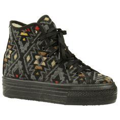 Zwarte platform sneakers aztec Converse Chuck Taylor High, Converse High, Platform Sneakers, High Top Sneakers, Chuck Taylors High Top, Aztec, Hiking Boots, High Tops, Shoes