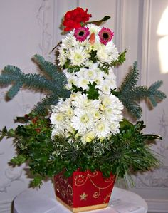 Snowman in flowers! Simple to create, using mums, greens, and a simple container, I am using this as a centerpiece #howdoyouholiday