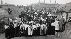 Munitions workers, or 'canary girls', at Noble's Explosives factory on Cligga Head near Perranporth during WWI.