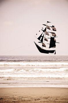 ⚓♡salt air⊰⛵ .sailing by the beach (kite)