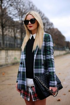 Plaid on plaid with Chanel. Blair Eadie is flawless ! Tartan Fashion, Tomboy Fashion, High Fashion, Winter Fashion, Street Fashion, Women's Fashion, Fashion Trends, Estilo Tomboy, Tomboy Stil
