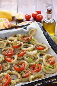 The baked squid rings are a quick second course of fish to prepare … - Calamari Seafood Recipes, Cooking Recipes, Healthy Recipes, Calamari, Fish Dishes, Polenta, Light Recipes, Soul Food, Italian Recipes