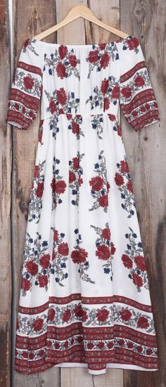 The tide is high, but keep holdin' on in this baby. The floral dress is charming, detailed with off the shoulder & casual style. This dress should be a part of your world!