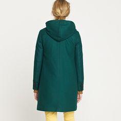 More stylish coats should have hoods.