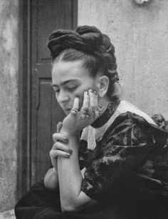 Frida Kahlo 30 Diego Rivera, Black And White Portraits, Black White Photos, Natalie Clifford Barney, Georges Clemenceau, Tina Modotti, Frida And Diego, Mexican Artists, Louise Bourgeois