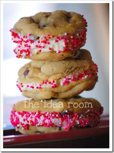 Valentines day Ice Cream cookie sandwiches from The Idea Room.