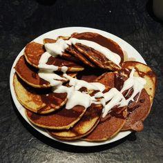Reklama Coś dla fanów zdrowych posiłków na słodko. Proponuję placuszki owsiane z jabłkami, które są świetną alternatywą dla omletów 😉 Czego potrzebujemy: 4 jajka L 80 g płatków owsianych czubata łyżka jogurtu naturalnego 2...