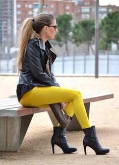 Outfits con Leggins – Moda y Estilo High Heel Boots, Ankle Boots, High Heels, Outfits Leggins, Outfits Mujer, Leggings, Fashion Boots, Booty, Female
