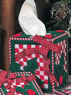 Plastic Canvas - Home Decor - Tissue Topper - Christmas Checks Tissue Box Cover - #FP00421