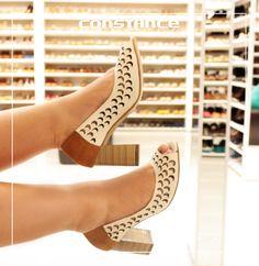 66bb847f3a Constance CalçadosConstance Calçados · Esse Peep Toe todo cortadinho em  escamas é uma graça