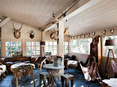 Le Lodge Park - Megeve, France One of Megeve's most seductive retreats, Lodge Park greets its visitors with a bold and sophisticated interior design that combines rustic pieces, noble materials, and. Spa Luxe, Luxury Spa, Luxury Travel, Luxury Hotels, Hotel Et Spa, Park Hotel, Sierra Nevada España, Relax, Unique Hotels