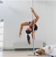 Pole Dance Moves, Pole Dancing Fitness, Dance Poses, Pole Fitness, Barre Fitness, Fitness Exercises, Aerial Dance, Aerial Hoop, Aerial Silks