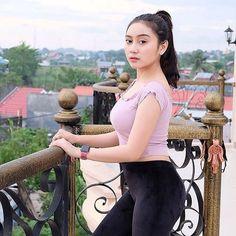 Natasha is a Hot Young Widow - Bibir Gincu Beautiful Hijab, Beautiful Asian Women, Burmese Girls, Islamic Girl, Indonesian Girls, Girl Hijab, Cute Girl Photo, Cute Beauty, Asian Beauty