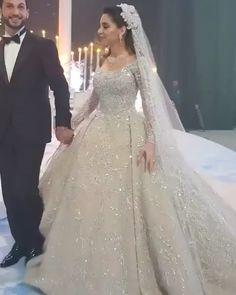 45 Top Disney Princess Wedding Dress Ideas To Fullfill Your Wedding Fantasy Fancy Wedding Dresses, Wedding Dress Trends, Gorgeous Wedding Dress, Princess Wedding Dresses, Ballgown Wedding Dress, Hijab Wedding Dresses, Wedding Dress With Veil, Luxury Wedding Dress, Lace Weddings
