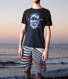 """This unique """"Face"""" black t shirt is S size. It´s painted by hand with water based high quality fabric paintings that remains after washing. Hand washing. Unisex short sleeve T-shirt. Body fit. Shoulder to shoulder tape. Lycra rib."""
