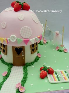 'fabric' Fairy Toadstool With Washing Line *I have tried to create a cake that's different from the thousands of toadstool. Fairy House Cake, Mushroom Cake, Mushroom House, Toadstool Cake, 4th Birthday Cakes, Fairy Birthday, Birthday Fun, Birthday Ideas, Butterfly Cakes