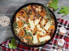 Používate vo svojej kuchyni batáty? Nie? Mali by ste určite začať. Zo sladkých zemiakov dokážete vyčarovať výborné pochúťky. Jednu raňajkovú sme vám už predstavili (recept) a dnes je na rade ďalšia. Frittata pochádza zo slnečného Talianska, práve tam sa udomácnila ako typické raňajkové jedlo. V doslovnom preklade by sa dala preložiť ako zapečená omeleta. Na jej prípravu môžete použiť čokoľvek, čo nájdete v chladničke. My sme jej vďaka batátom dodali jemnú sladkastú chuť, tak poďme na to... Good Food, Yummy Food, Breakfast Time, Frittata, Ale, Vegetarian, Tasty, Fresh, Vegetables