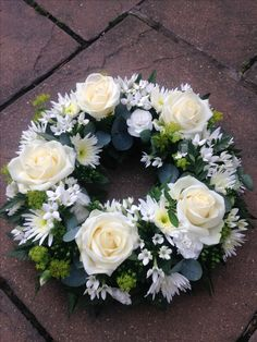 Grave Flowers, Funeral Flowers, Diy Flowers, Funeral Arrangements, Flower Arrangements, Funeral Tributes, Memorial Flowers, Arte Floral, Fathers Day