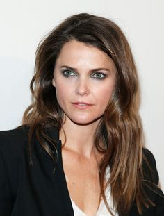 Keri Russell Long Wavy Cut - Keri Russell styled her locks with edgy-chic wavy layers for the screening of 'Fargo. Keri Russell Hair, Keri Russell Style, The Americans Tv Show, Wavy Layers, Red Carpet Makeup, Hair Heaven, Celebrity Makeup, Celebrity Hairstyles, Famous Faces