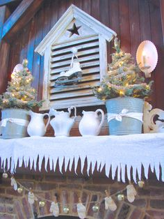 Christmas Home Tour at Sugar Pie Farmhouse! Love the story behind the mittens. Well done Aunt Ruthie! Diy Christmas Decorations For Home, Rustic Christmas Ornaments, Cottage Christmas, Country Christmas, White Christmas, Holiday Decorating, Xmas Crafts, Simple Christmas, Decorating Ideas