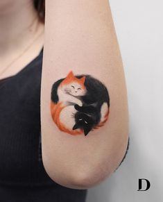 35 Beautiful Watercolor Tattoos From The World's Finest Tattoo Artists. The craft of tattoos is as old as history. Europe's most seasoned human mummy Otzi Tattoos Bein, Dog Tattoos, Cute Tattoos, Body Art Tattoos, Small Tattoos, Sleeve Tattoos, Tatoos, Friend Tattoos, Tattoo Gato
